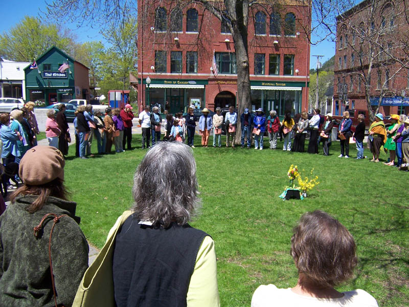 21 - 100651 - Mother's Day Gathering on the Camden Village Green -