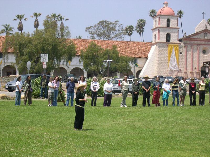 23 - 100634 - Santa Barbara CA - Julie rings the bell -
