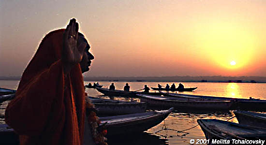 27 - 102374 - SALUT SUNRISE TO GANGA MA (MOTHER GANGES) -